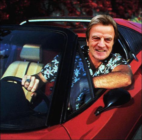 Selon une (fausse) rumeur circulant par e-mails et démontée par Rue89, quelle est la couleur de la Ferrari de Kouchner ?