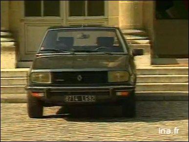 Le jour où son mari est devenu Premier ministre, dans quelle voiture la femme de Laurent Fabius est-elle venue le rejoindre ?