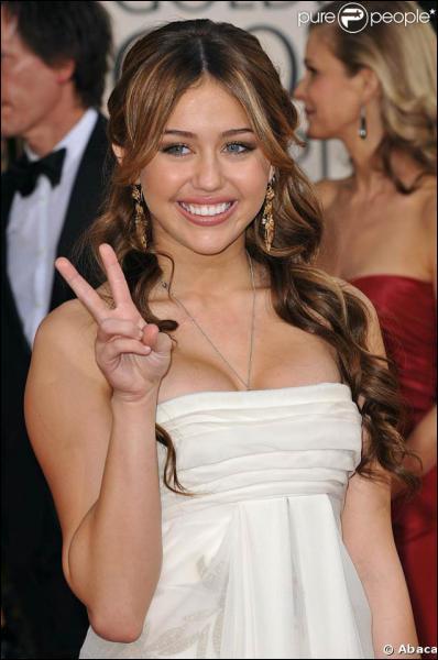 En quelle année Miley enregistre-t-elle son album 'The time or our lives' ?