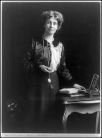 Quelle féministe ayant fondé l'Union féminine sociale et politique en 1903 milita à la tête de ses suffragettes pour le vote des femmes ?