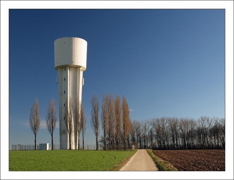 Le terme 'château d'eau' se traduit par :