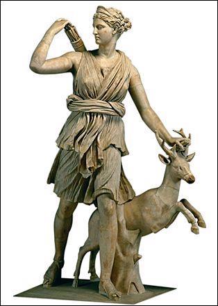 Déesse de la chasse, je suis la soeur du dieu Apollon :