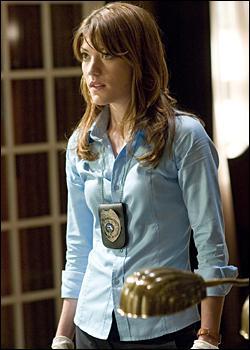Dans la saison 5, avec qui Debra s'associe t-elle pour résoudre les crimes de la Santa Muerte ?