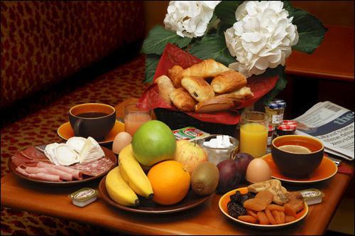 Quelle est la bonne traduction espagnole pour 'petit déjeuner' ?