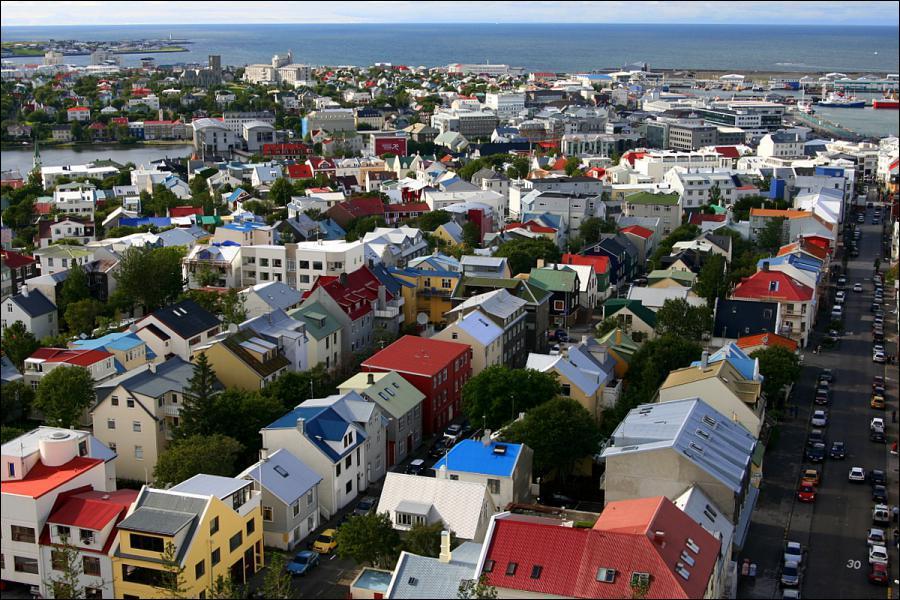 Quelle part de la population islandaise vit dans l'agglomération de la capitale ?