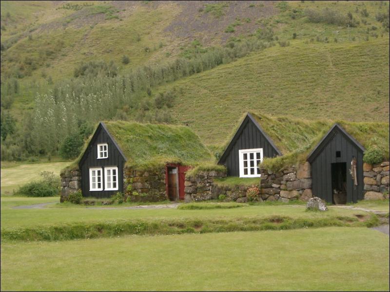 Quelle est la densité moyenne de population en Islande ?
