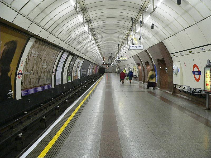 Le métro de Londres est célèbre parce que :