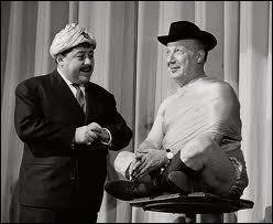 Quel est le partenaire de Francis Blanche dans le sketch 'Le Sâr Rabindranath Duval' ?