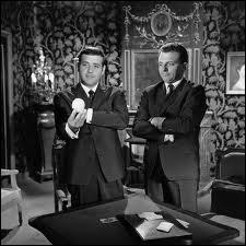 Qui donne la réplique à Jean Yanne en 1964 dans le sketch 'Tout va par deux' ?