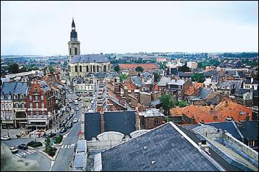 C'est dans cette ville du Nord que vous pourrez entendre Martin et Martine, les célèbres jacquemarts, sonner les heures dans le campanile de l'hôtel de ville. C'est la ville de la bêtise. C'est :