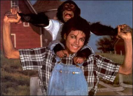 Qui peut-on voir sur les épaules du King of Pop ?