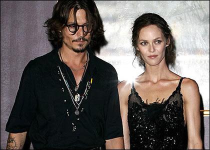 Johnny Depp sort avec :