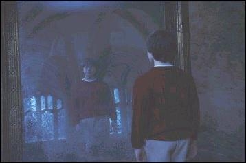 Comment s'appelle le miroir qu'Harry découvre ?