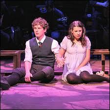 Sur quelle pièce de théâtre Lea Michele et Jonathan Groff (Jessie) se sont rencontrés et devenus depuis ce jour de très bons amis ?