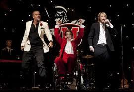 Quels sont les titres que Sue ne veut pas que le Glee Club interprète durant le bal de promo ?