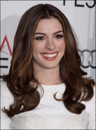 Anne Hathaway a tellement envie de jouer dans ' Glee ' qu'elle a fait quelque chose de particulier, mais quoi ?
