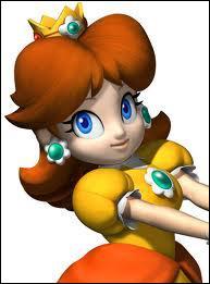 Qui est cette demoiselle aux cheveux bruns ?