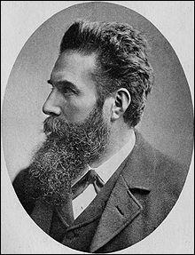 Wilhelm Röntgen découvre les rayons X, le 8 novembre...