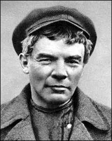 Lénine devient président du conseil des commissaires du peuple en Russie en ...