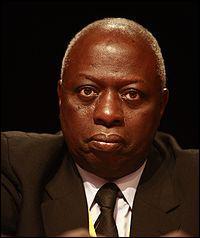 Jacques Diouf devient le premier Africain , directeur général de la FAO, le 8 novembre ...