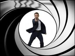 ''Question sur le cinéma : Quel acteur a interprété en premier le rôle de James Bond ? ... Allez-y ... '' (Mamadou) : ''Non non, je vais dire un truc mais... ''