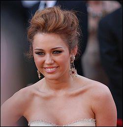 Combien de fois Miley a-t-elle été récompensée au total lors des cérémonies BMI awards, Kids' Choice Awards, etc. ?
