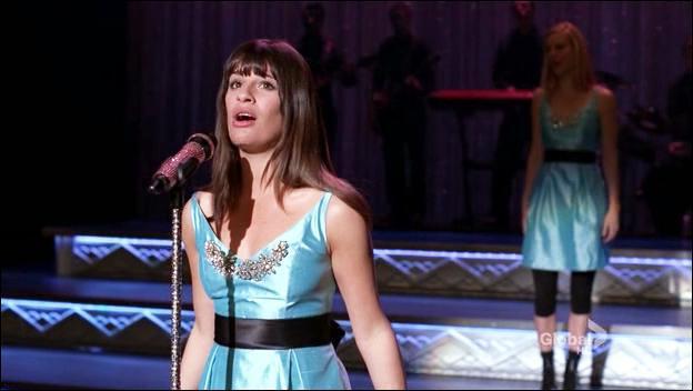 Quelle chanson Rachel interpréte-t-elle ?