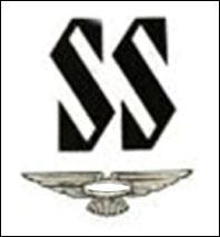 Cette marque de véhicules de luxe s'appelait jusqu'en 1935 'Swallow Sport'. Elle changea de nom et de logo pour éviter l'amalgame entre les nazis SS et leur prestigieuse entreprise 'SS'. Il s'agit de