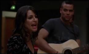 Quelle est la chanson qui est chantée par Rachel sur cette image ?