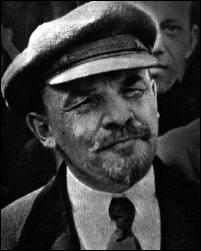 Où se trouvait Lénine (1870-1924) lors de la révolution russe de février 1917 qui provoqua la chute du tsar Nicolas II ?