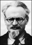 Léon Trotski (1879-1940), leader de la révolution d'octobre avec Lénine et fondateur de l'Armée rouge s'opposa violemment à Staline qui enverra un homme le frapper mortellement d'un coup de piolet...