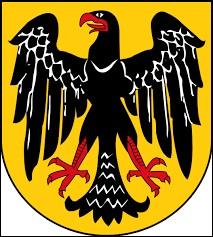 En 1918, en Allemagne, un mouvement révolutionnaire fait fuir le dernier souverain. À quel régime laisse-t-il la place ?