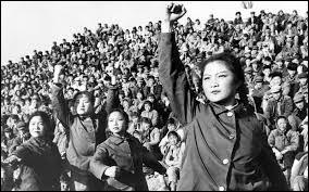 Destructions de temples bouddhistes, humiliation des intellectuels, valeurs traditionnelles bafouées... C'est en gros la ''révolution culturelle'' menée en Chine par...