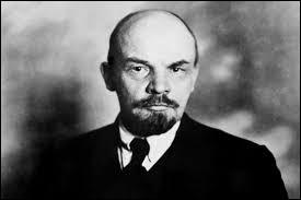 En Russie en 1917, Lénine et le parti bolchévique menèrent la révolution d'Octobre. Lors de quel mois a-t-elle commencé pour un observateur occidental ?