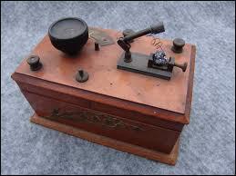Les français écoutaient la BBC sur leurs vieux postes à galette.