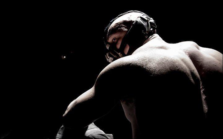 Dans The Dark Knight Rises, quel méchant incarnera Tom Hardy, dont la première photo fût révélé dernierment ?