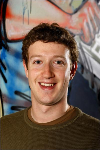 Quel acteur incarne Mark Zuckerberg, génie de l'informatique et créateur de Facebook dans le film 'The social Network' en 2010 ?