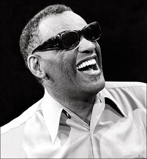 Quel acteur incarne Ray Charles dans le film 'Ray' sorti en 2004 ?