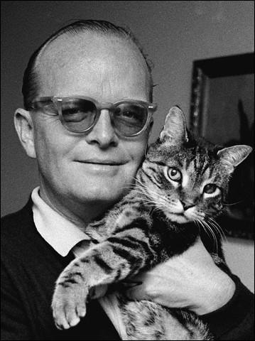 Quel acteur incarne l'écrivain Truman Capote dans un film éponyme de 2006 ?