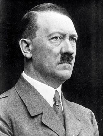 Quel acteur incarne Adolf Hitler dans le film 'La Chute' sorti en 2005 ?
