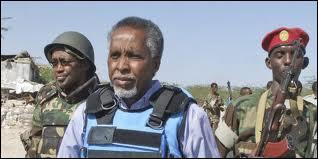 Abdichakour Cheikh Hassan, le ministre de l'intérieur somalien, est décédé vendredi 10 juin 2011, de ses blessures, à la suite d'une attaque-suicide menée à son domicile. Par qui ?