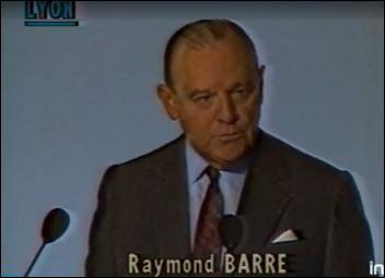 Complétez cette phrase de Raymond Barre : 'La meilleure façon de résoudre le chômage...