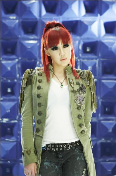 Qui est la chanteuse principale du groupe ?