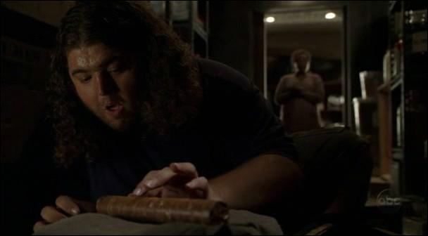 'Le mal-aimé' : Qui aide Hurley à faire l'inventaire de la nourriture ?