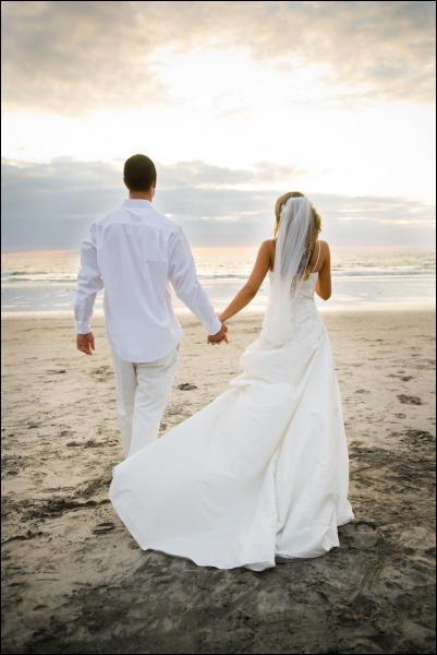 Pour réussir un mariage, il faut d'abord un couple de... .