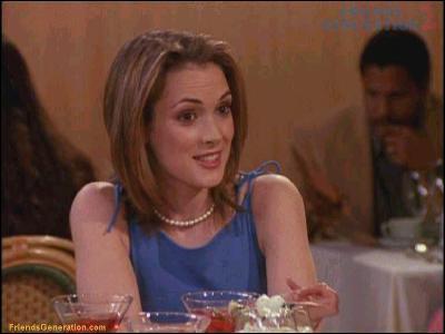 Elle est apparue dans 'Beetlejuice', 'Edward aux mains d'argent', 'Dracula' et 'Le Temps de l'innocence'. Quel est le nom de celle qui échangea un baiser avec Rachel à la fac ?