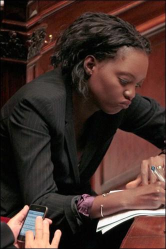 Sécrétaire d'état des droits de l'homme ... et elle a pas baissé son froc devant le libyen ... Chapeau !
