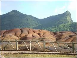 Où faut-il se rendre pour découvrir les couleurs des terres de Chamarel ?