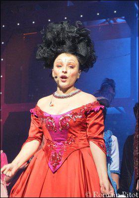 Comment s'appelle la chanteuse qui interprète Cavalieri ?