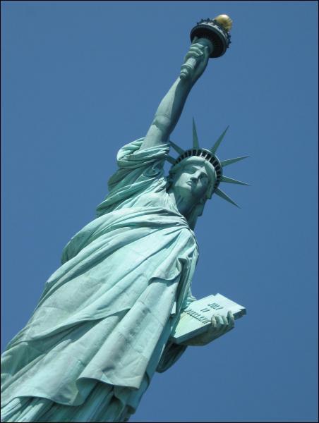 Bâtie en 1886, la statue de la Liberté mesure 46m sans son socle. Retrouvez l'affirmation vraie la concernant.